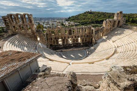 Athènes, Grèce - 1er novembre 2017 : L'Odéon d'Hérode Atticus est une structure de théâtre en pierre située sur le versant sud-ouest de l'Acropole d'Athènes, en Grèce. Éditoriale