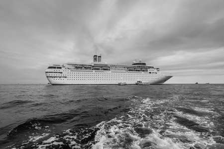 Male, Maldives - November 16, 2017: Luxury cruise ship Costa neoClassica is anchored in front of the island of Male, Maldives island in cloudy weather. Black and white photography. 版權商用圖片 - 133366007