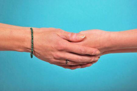 manos estrechadas: Sacude las manos
