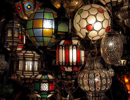 Typical moroccan lamps in a store in marrakesh souk in Morocco 版權商用圖片