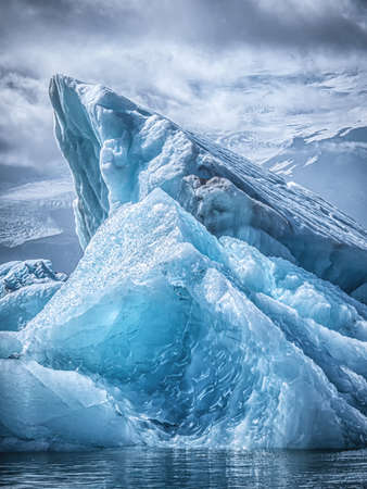 Bild des schönen Eisbergs in der Jokulsarlon-Gletscherlagune. Konzept der globalen Erwärmung. Schmelzenden Gletscher