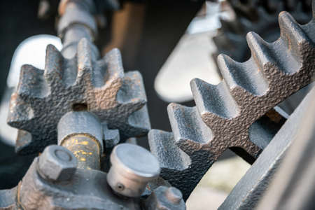 A gear wheel or pinion is a basic part of a gear train in the form of a disc with teeth on a cylindrical or conical surface meshing with the teeth of another gear Imagens