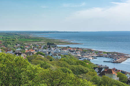 Picture from above to the swedish coastal city with boats and houses Imagens
