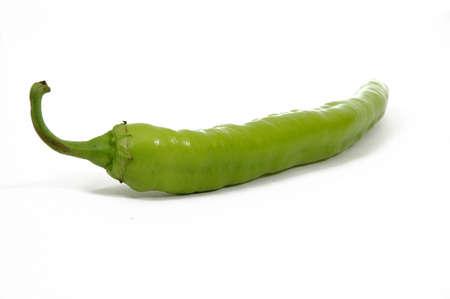 chiles secos: peber Verde sobre fondo blanco