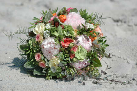 spousal: Wedding bouquet in the sand