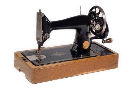 machine a coudre: Vieille machine � coudre. Prises sur fond blanc. Banque d'images