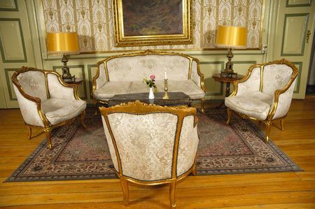 muebles viejos elegante habitacin con muebles antiguos
