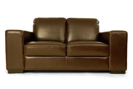 leren bank: Bruin lederen sofa clrean op een witte achtergrond Stockfoto