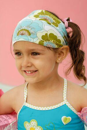 Niño feliz en una piscina  Foto de archivo - 8121891