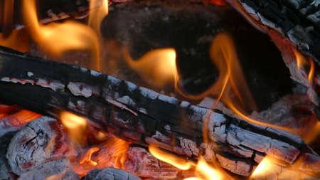 resplandor: La quema de la chimenea en casa Foto de archivo