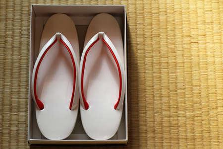 sandalias: Sandalias japon�s  Foto de archivo