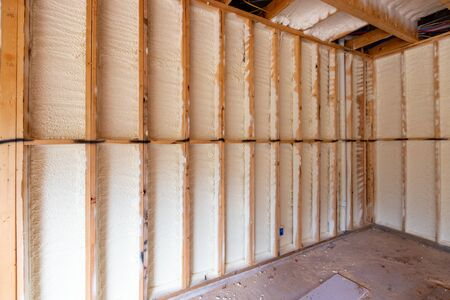 Wall in new home under construction, with spray foam insulation Banque d'images