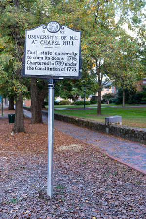 Chapel Hill, NC / USA - October 22, 2020: University of North Carolina at Chapel Hill historical marker, marking its open in 1795 新聞圖片