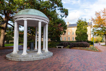 Chapel Hill, NC / USA - October 22, 2020: The Old Well on the campus of the University of North Carolina Chapel Hill 新聞圖片