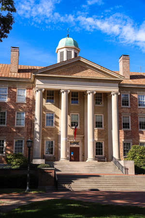 Chapel Hill, NC / USA - October 21, 2020: The South Building on the campus of the University of North Carolina Chapel Hill 新聞圖片