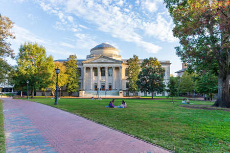 The University of North Carolina Chapel Hill Library on the UNC Campus 新聞圖片
