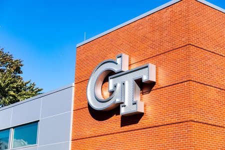 Atlanta, GA / USA - October 29 2020: Georgia Tech logo on the side of a brick building on campus. 新聞圖片