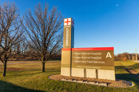 Ames, IA, USA - December 4, 2020: Iowa State University College of Veterinary Medicine Animal Emergency Entrance 新聞圖片