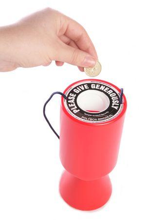 Persona dando a recorte de estudio de la caridad
