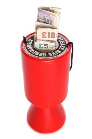 Colecci�n de caridad con recorte de estudio de libras esterlinas de dinero