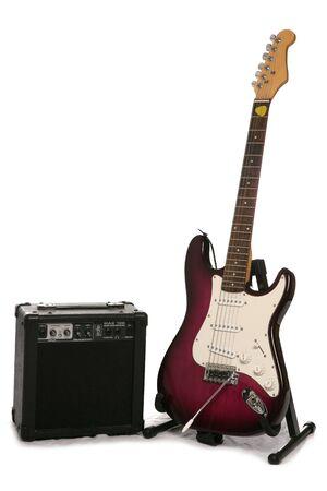 recorte de estudio de guitarra el�ctrica y amplificador Foto de archivo