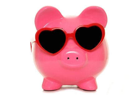 貯金箱ハート形を着てメガネの切り欠き