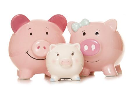 ahorros: el ahorro de dinero como alcancías recorte familia