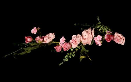 黒の背景にピンク結婚式ローズ ガーランド 写真素材 - 45297847
