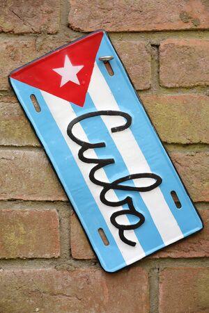 bandera cuba: Cuba signo bandera en una pared de ladrillo