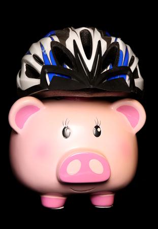 サイクリング ヘルメット素材を身に着けている貯金