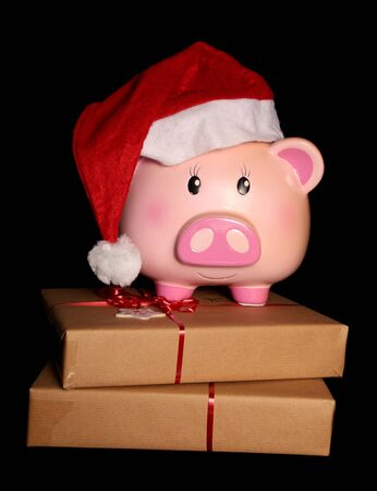 サンタの貯金と黒い背景にクリスマス プレゼント
