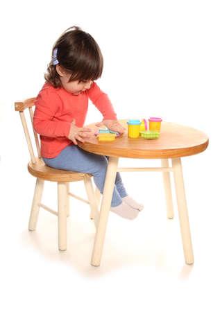 演劇ドーハで遊ぶ幼児の女の子