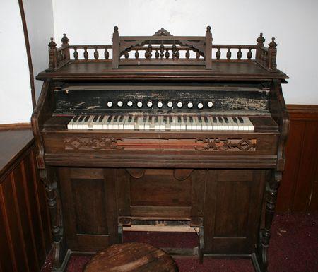 beaten up: An old beaten up antique organ.