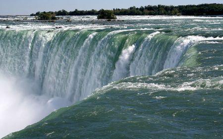 A shot of Niagara falls from right at the edge.