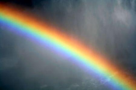 Ein Regenbogen Schuss gegen die Nebel von Niagara Falls.  Standard-Bild - 1999241