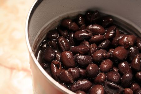 redish: A can juicy black beans.