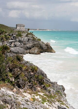 A shot of the Tulum ruins and beautiful turquoise Caribbean Sea. (Mayan Ruins, Mexico) Stock Photo - 3008315