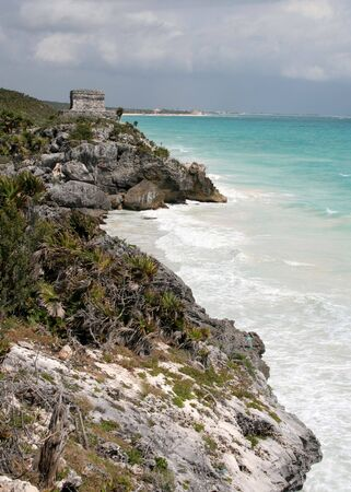 A shot of the Tulum ruins and beautiful turquoise Caribbean Sea. (Mayan Ruins, Mexico) Stock Photo - 3012033