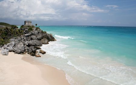 A shot of the Tulum ruins and beautiful turquoise Caribbean Sea. (Mayan Ruins, Mexico)  Stock Photo