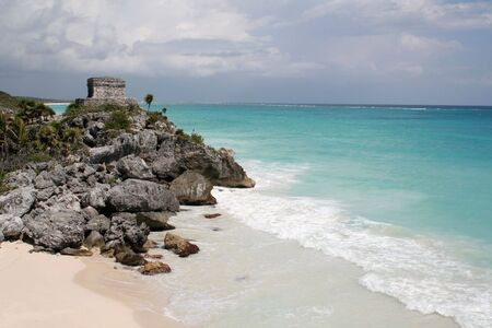 A shot of the Tulum ruins and beautiful turquoise Caribbean Sea. (Mayan Ruins, Mexico) Stock Photo - 3087196