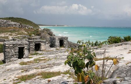 A shot of the Tulum ruins and beautiful turquoise Caribbean Sea. (Mayan Ruins, Mexico) Stock Photo - 3087197