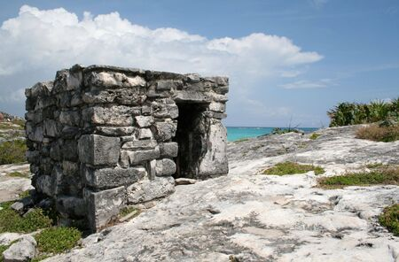 A shot of the Tulum ruins and beautiful turquoise Caribbean Sea. (Mayan Ruins, Mexico) Stock Photo - 3094710