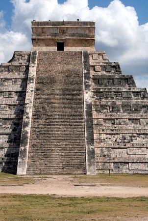 kukulkan: El templo de Kukulkan f en Chich�n Itz�, (ruinas mayas) en Mexico.  Foto de archivo