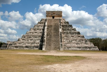 The temple of f Kukulkan at Chichen Itza, (Mayan Ruins) in Mexico. Stok Fotoğraf