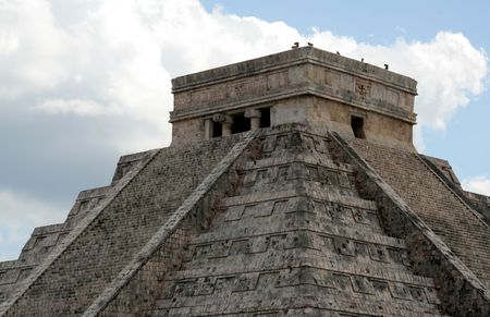 kukulkan: The top of the temple of Kukulkan at Chichen Itza, (Mayan Ruins) in Mexico.
