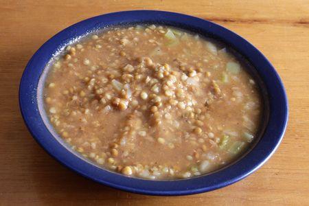 Una ciotola di zuppa di lenticchie. Archivio Fotografico - 4444312