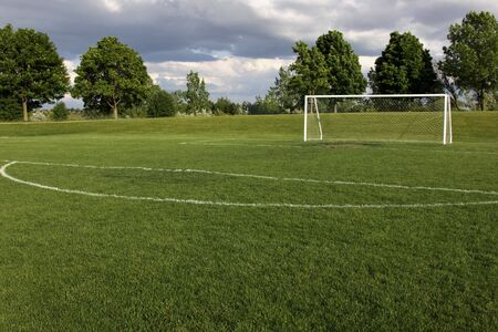 Une vue d'un filet sur un terrain de football vacants. Banque d'images - 5514166