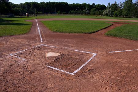 softball: Un tiro de gran angular de un campo de b�isbol desocupadas. El disparo fue creado a trav�s de HDR. (m�ltiples exposiciones combinadas)  Foto de archivo