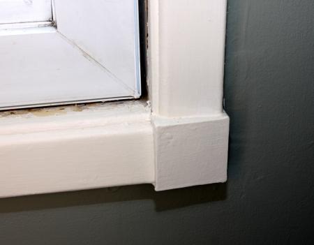 windows: A window with no caulking around it.