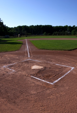 campo de beisbol: Un tiro de gran angular de un campo de b�isbol desocupada.  El tiro fue creado a trav�s de HDR. (m�ltiples exposiciones combinadas)
